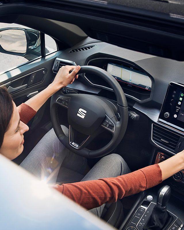 Nouvelle SEAT Tarraco, SUV 7 places, gros plan sur le cockpit numérique, feux arrière LED, BeatsAudio avec navigation satellite et Full Link