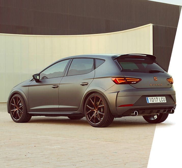 New SEAT Leon CUPRA R front view with carbon fiber