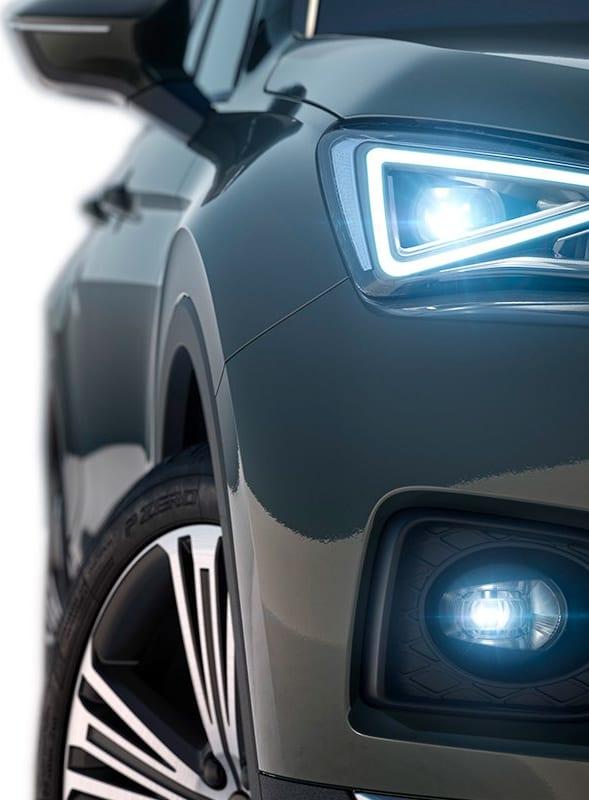 Vista esterna frontale e centrale del nuovo SUV a 7 posti SEAT Tarraco, caratteristiche di sicurezza