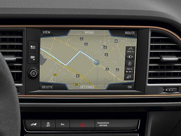 New SEAT Leon CUPRA R Navi System Plus technology detail