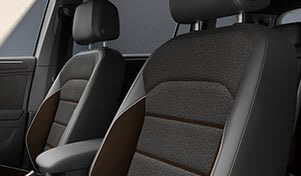 SEAT Tarraco XCELLENCE, Ausstattungsakzente des Grossraum-SUV, Details der komfortablen Vordersitze
