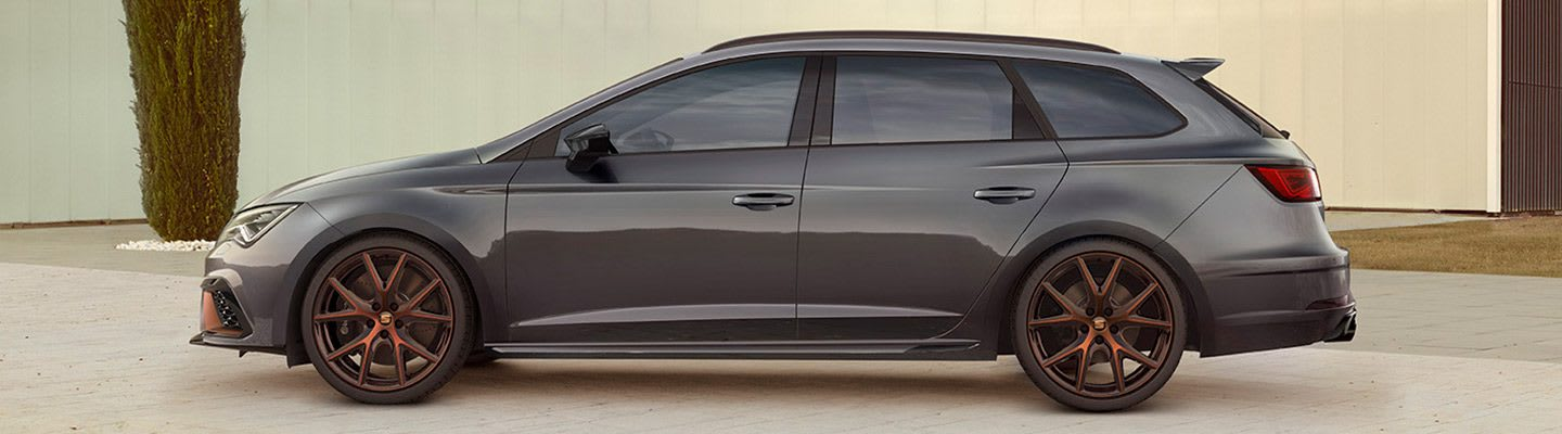 New SEAT Leon CUPRA R  limited edition lateral exterior view