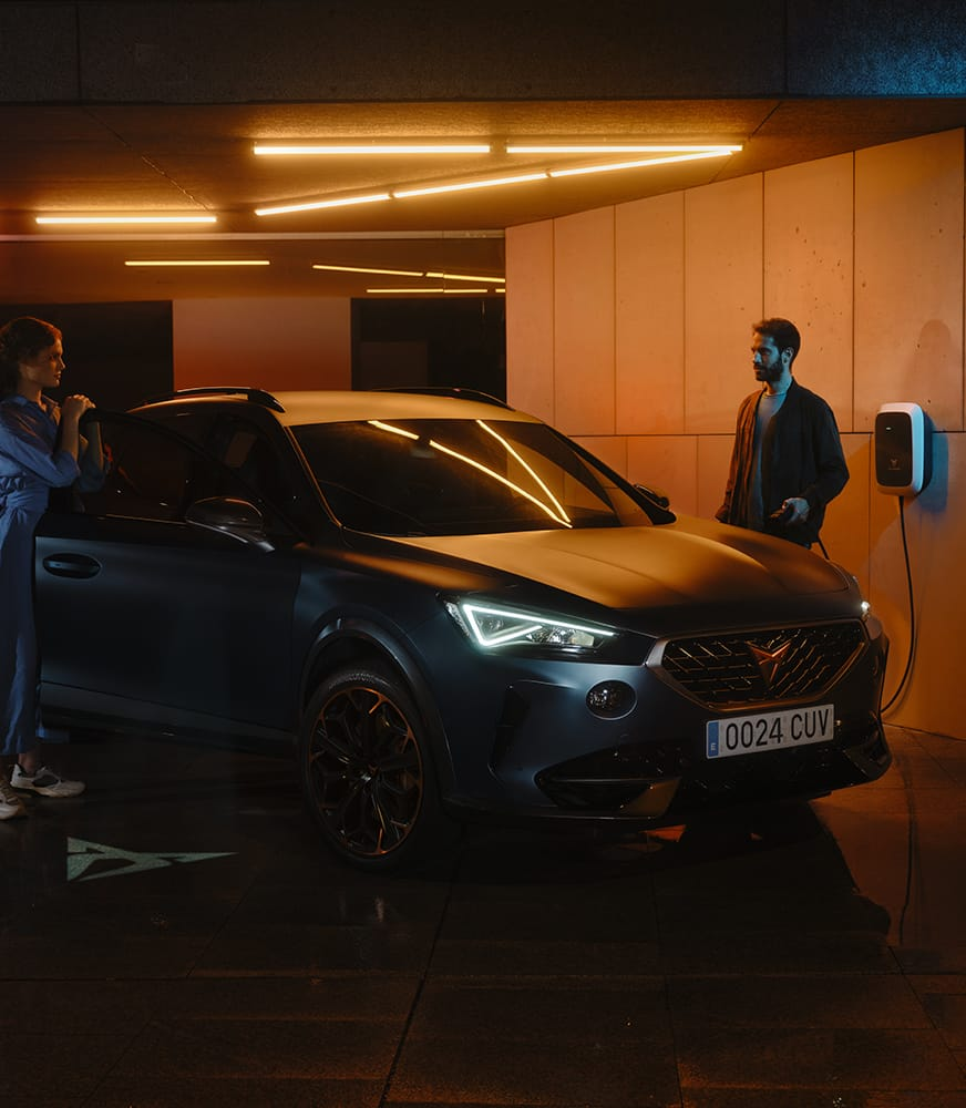 Couple%20using%20CUPRA%20CHARGER
