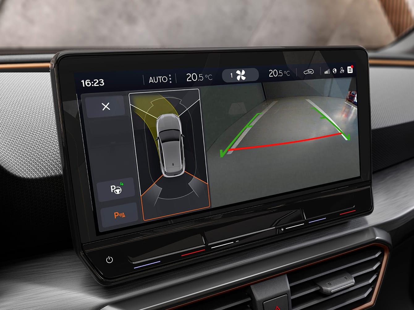 Stationnement autonome avec la nouvelle CUPRA Leon cinq portes ehybrid voiture de sport compacte vue intérieure