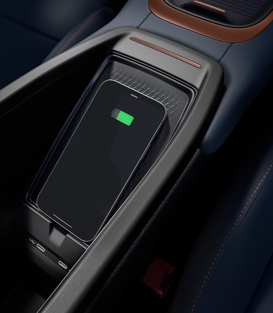 Smartphone%20connesso%20con%20il%20caricabatterie%20senza%20fili%20della%20CUPRA%20Born%20
