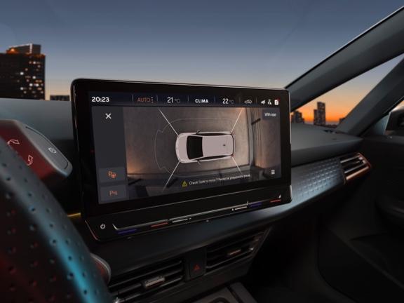 "Problemloses Parkieren dank Top-View-Kamera und 12""-Infotainment-Screen."