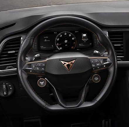 Passez les vitesses et sélectionnez votre mode de conduite à l'aide des boutons satellites du volant.
