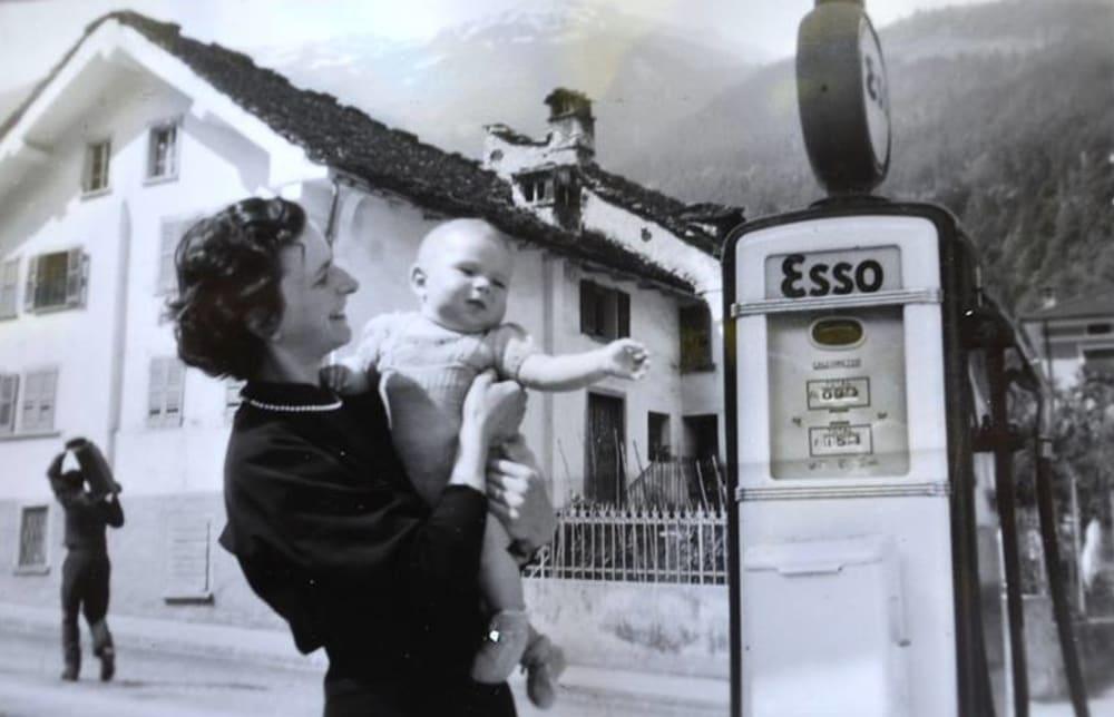 Elena e Silvano pompa Esso 1952
