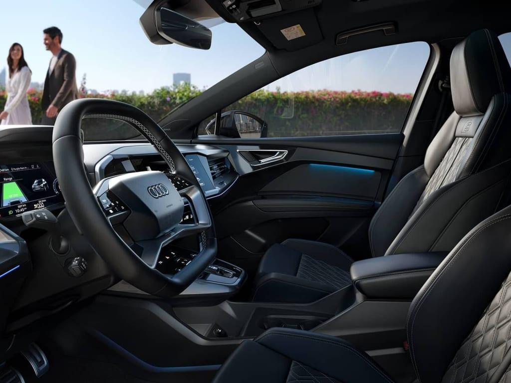audi-q4-e-tron-cockpit-side-view-desktop-03