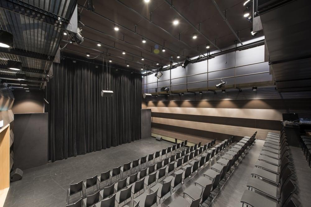 Theater 49 mit Tribüne