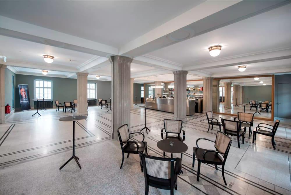 Foyer mit Theaterbar