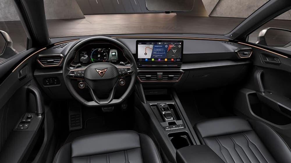 new-cupra-leon-sportstourer-ehybrid-family-sports-car-in-rodium-grey-interior-view-of-digital-cockpit