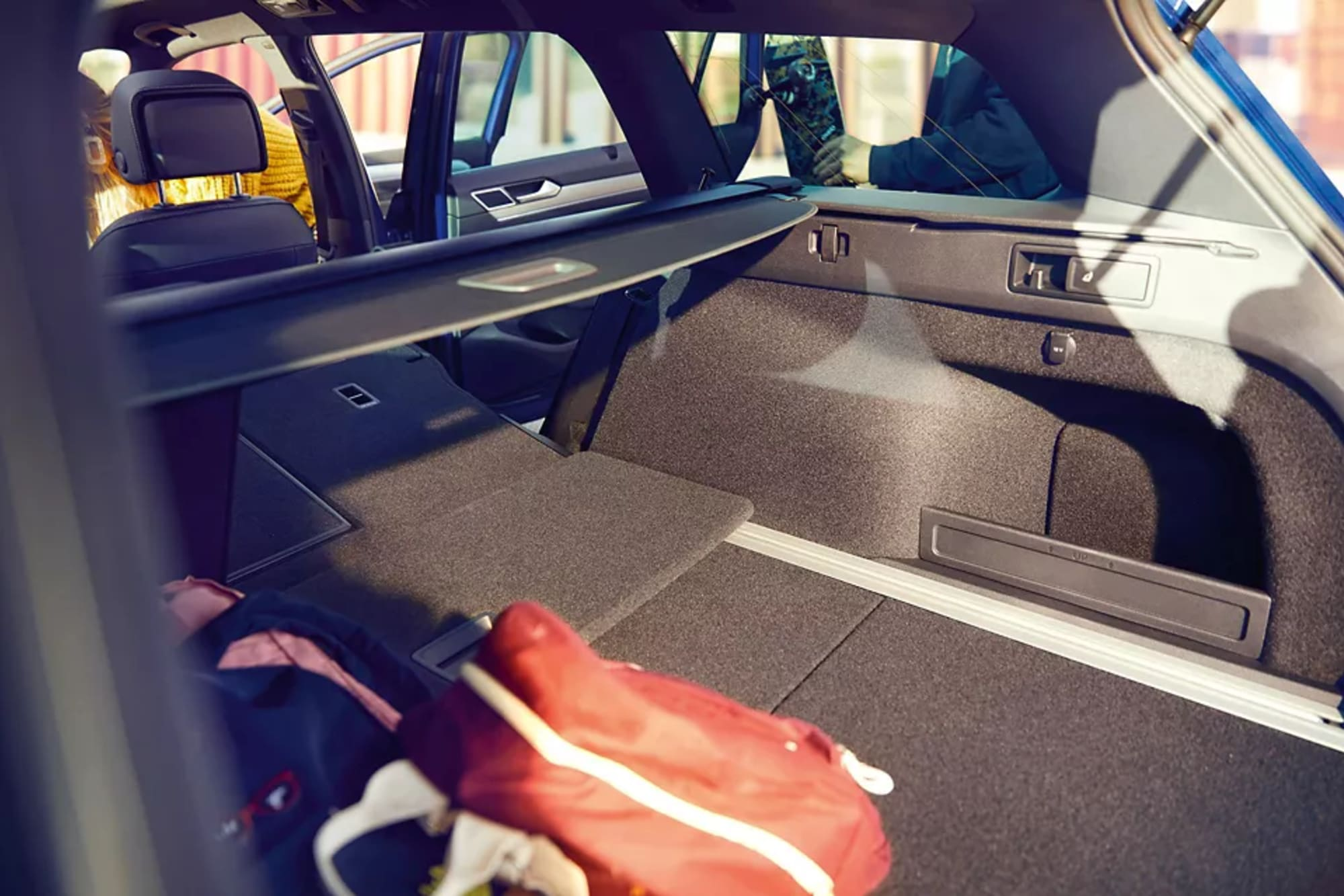PA4260_Passat-luggage-compartment-with-folded-back-seat_3-2_f-cc